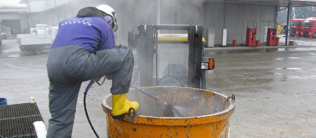 Water Tank Confined Space : Using a water jet gun in confined spaces