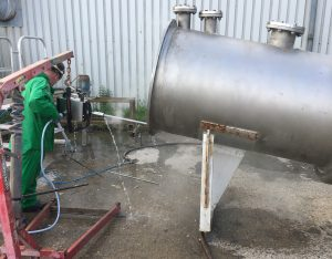 choosing the right water jetting equipment for pipe cleaning