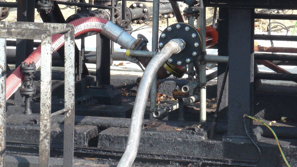 cleaning industrial pipelines with high pressure water jet cleaning